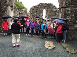 Sungið í Glendalough